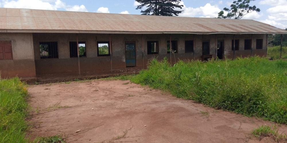 Leerstehendes Schulgebäude in Uganda - Visions4Children